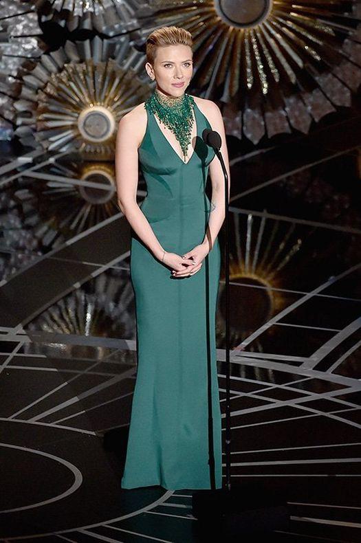 Scarlett Johansson Oscar Ödül Töreni kıyaferi görülmeye değerdi