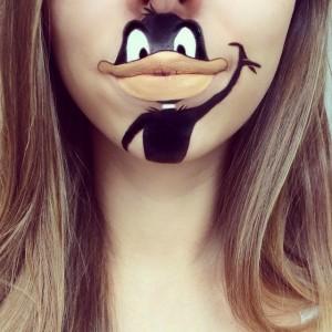 Dudağına  Donald Duck Çizen Kız