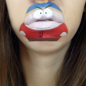 Dudağına  Çizgi Karekter Çizen Kız