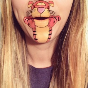Dudağına Tiger Çizen Kız