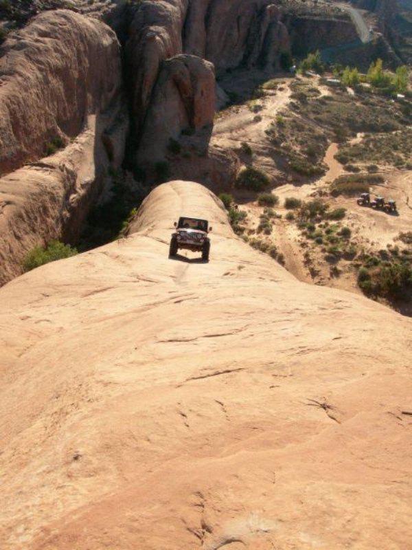 Arazi aracı işe kanyonda dolaşmak