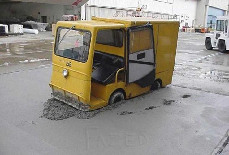 betona saplanan araç