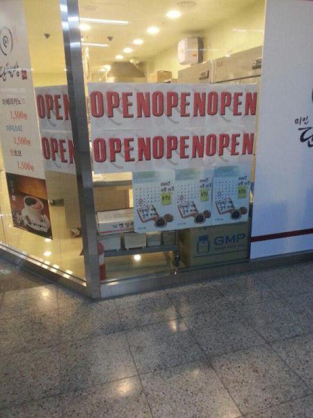 Salaklar dükkan açık.