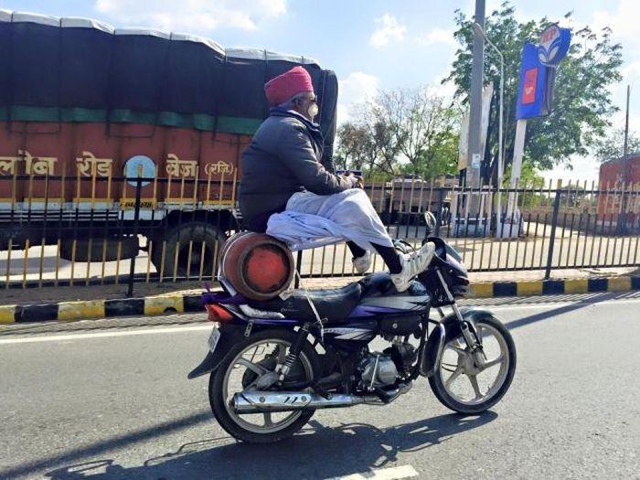 hintli motosiklet sürücüsü
