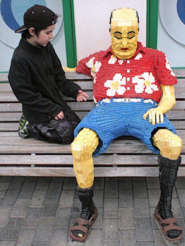 Lego ile Cheesy Dad On A Bench Çalışması