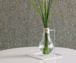 Patlamış lambadan vazo yapımı.