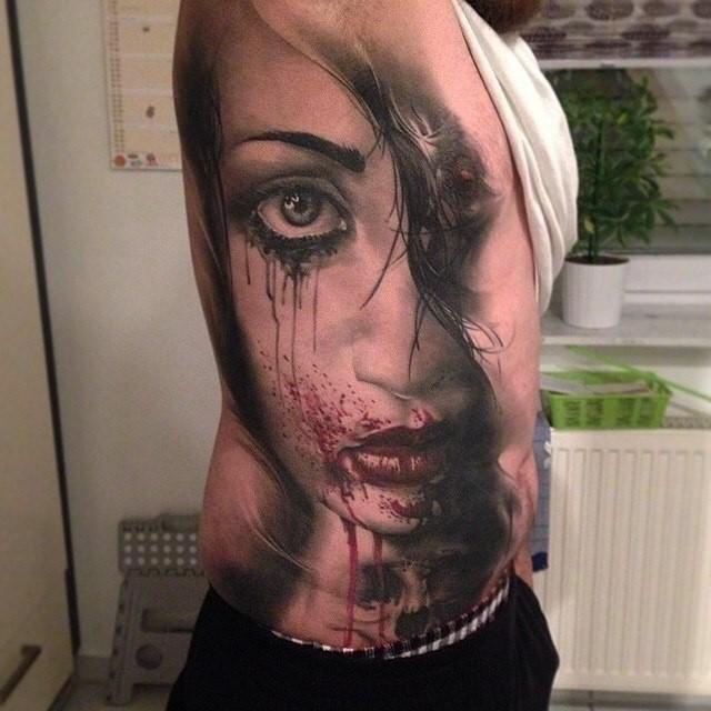 Sırta Ağlayan Kadın Dövmesi