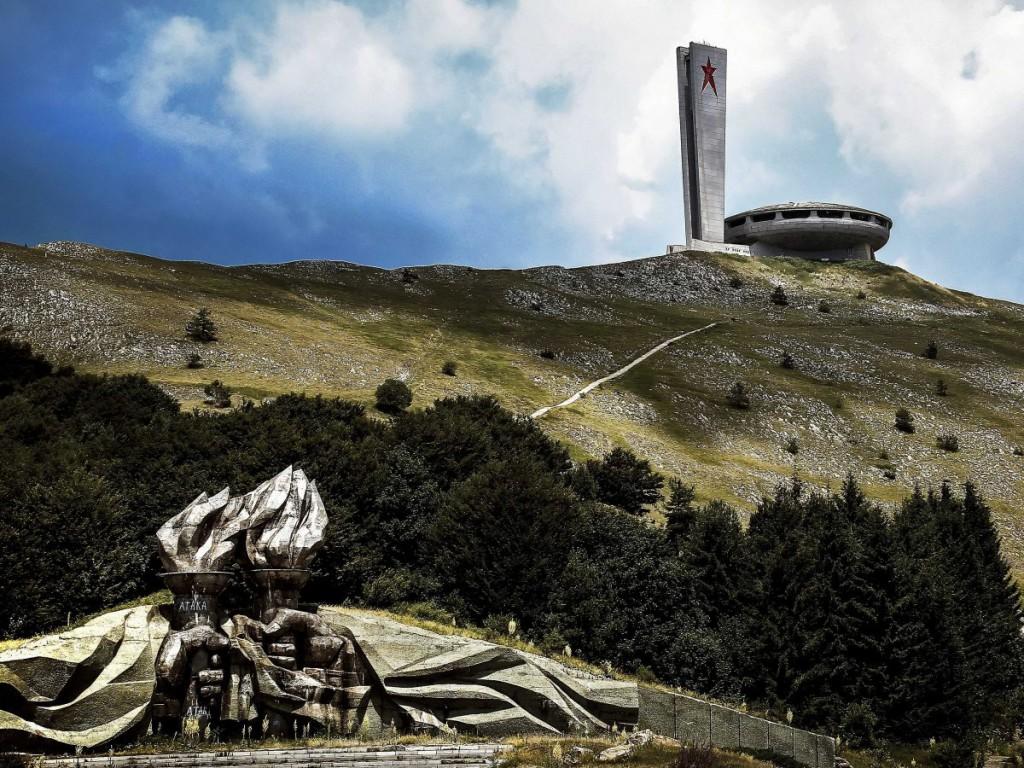 Bulgar Komünist Partisi kongrelerinin 3. binası, sırt Buzludja.