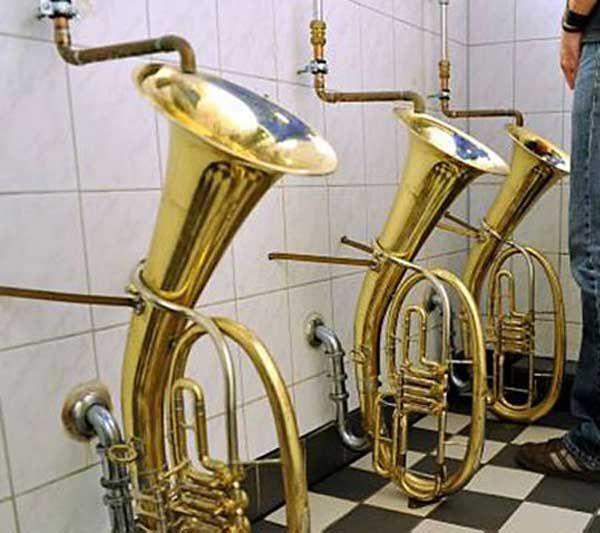 Müzik Aletlerinden Yapılmış Pisuvar