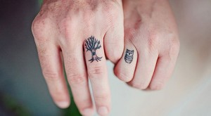 Yüzük Parmağına Ağaç Dövme