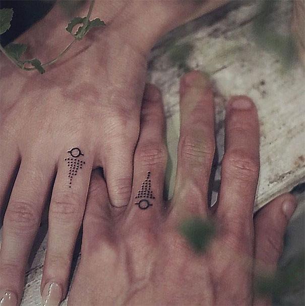Yüzük Parmağına Dövme