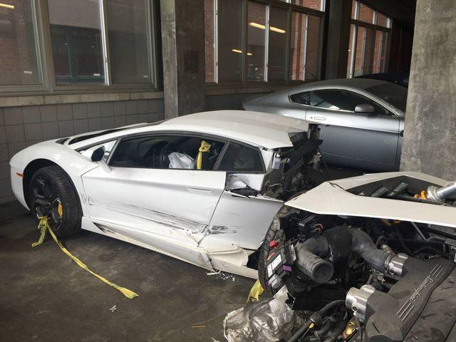Ortadan İkiye Ayrılan Lamborghini Aventador