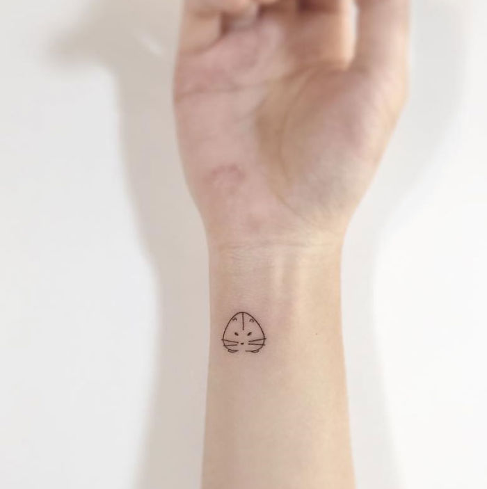 El Bileğine Elmas Şeklinde Dövme