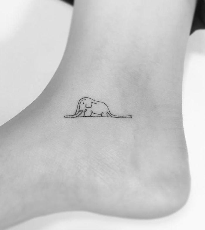 Ayak Bileğine Fil Şeklinde Dövme