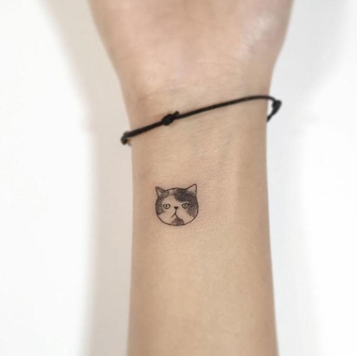 El Bileğine Kedi Şeklinde Dövme