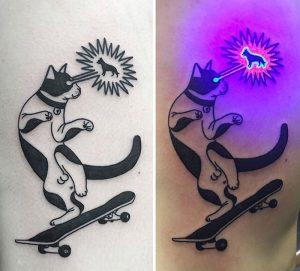 Kedi Dövmesi Mor Işık