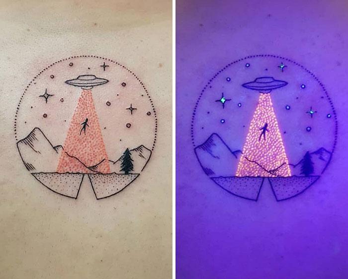 uv mor ışık uzay mekiği ve uzaylı dövmesi