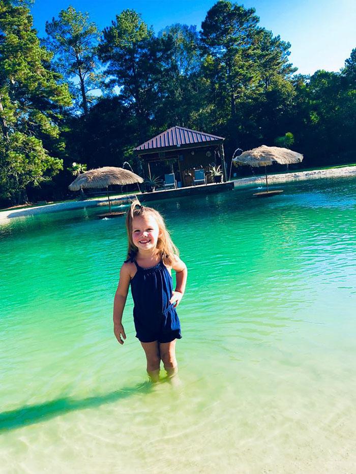 evinin bahçesine maldiv havuzu kızı için