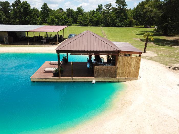 evinin bahçesine maldiv havuzu otel