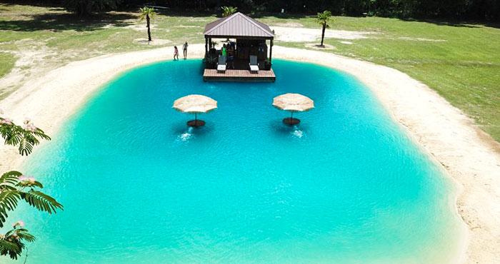 evinin bahçesine maldiv havuzu