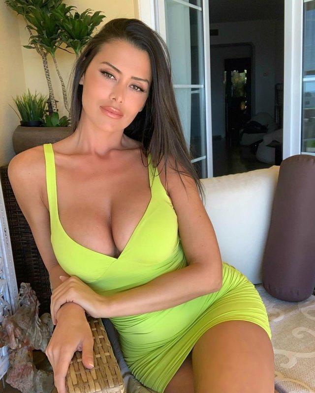 Eva Padlock Yeşil Elbiseli Seksi