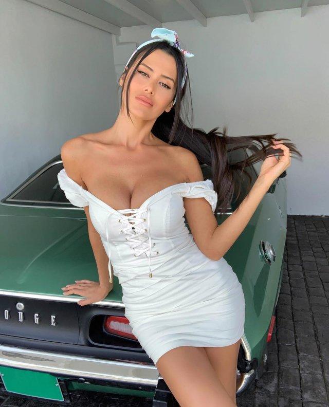 Beyaz Mayolu Eva Padlock