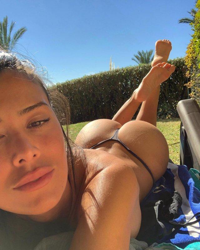 Eva Padlock bikinili